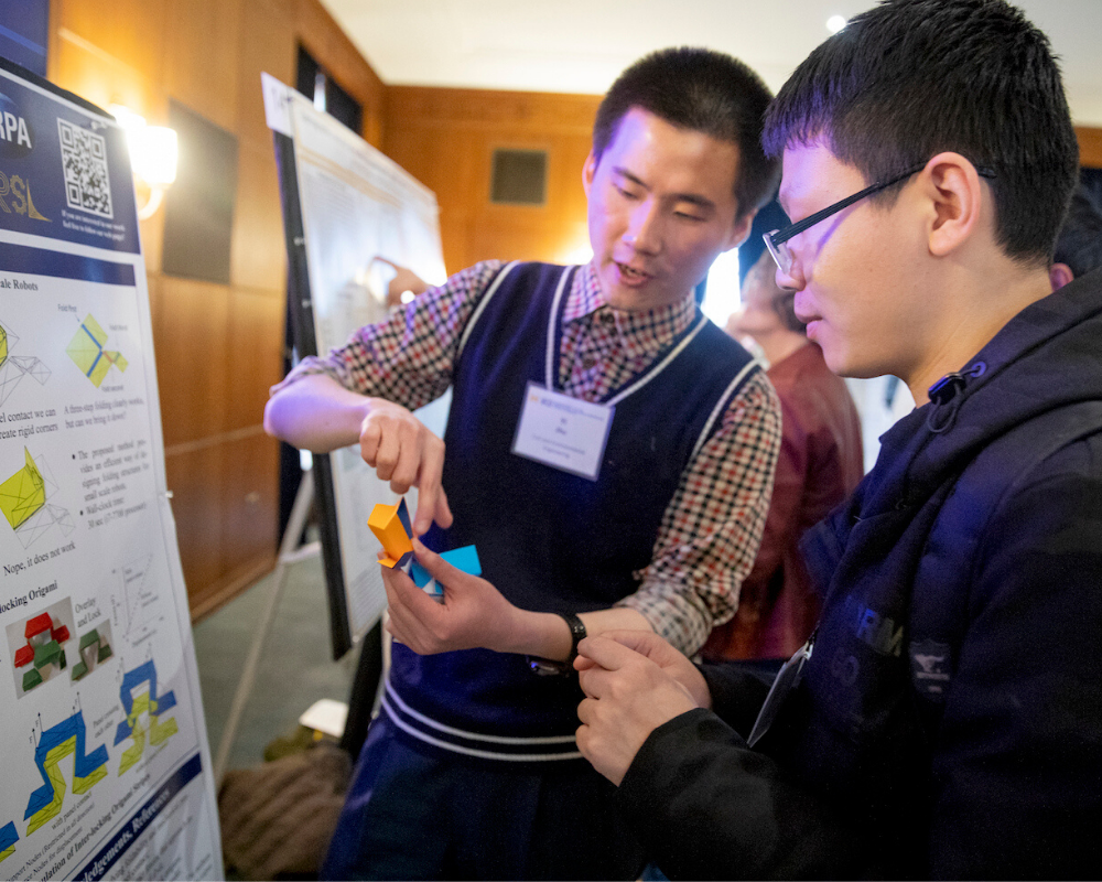 Explanation of a poster at the 2019 MICDE symposium poster session